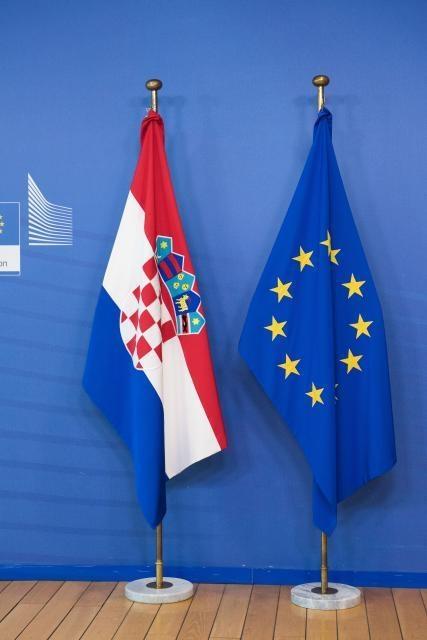 Zastave Hrvatske i Europske unije